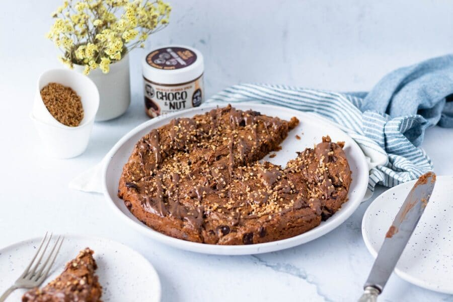 Blondie Vegan com Chocolate e Avelã