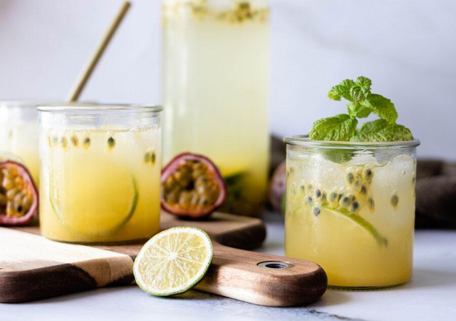 fazer limonada com maracujá